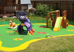 Детская площадка в детском саду. Веселые игры для малышей
